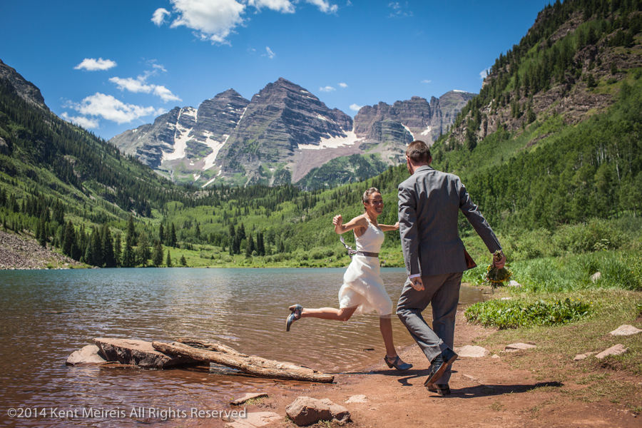 Bride-Groom-Maroon-Bells-Wedding-Picture