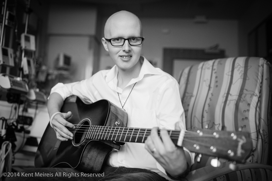 Kid-Cancer-Guitar-Picture-Hospital