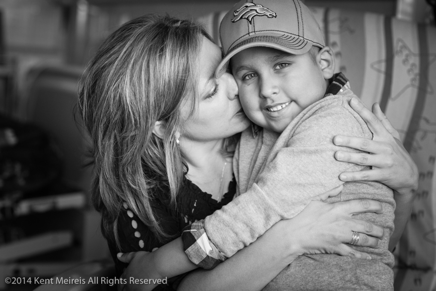 Cancer-kid-mother-hug-picture