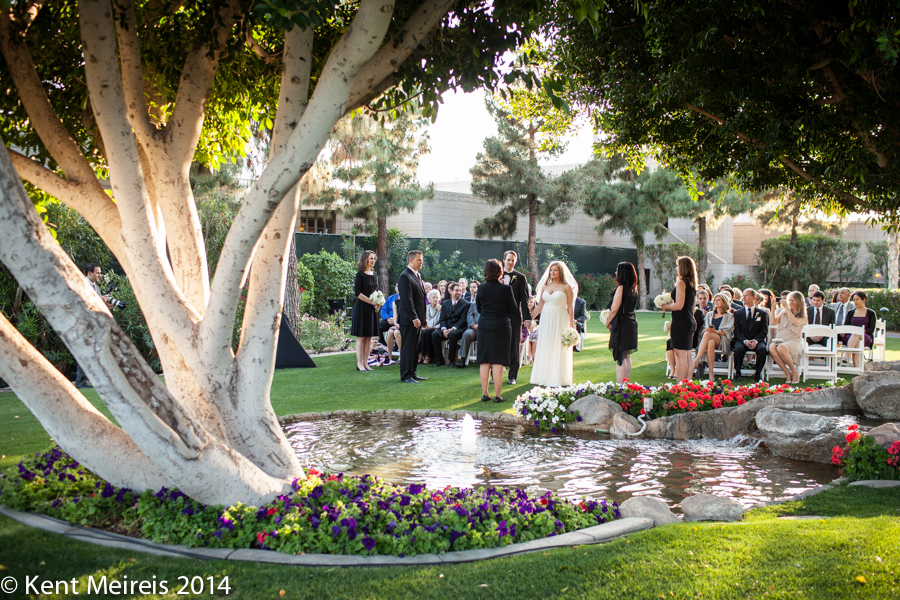 Frank-Lloyd-Wright-Lawn-Wedding-Picture-Arizona-Biltmore-Picture
