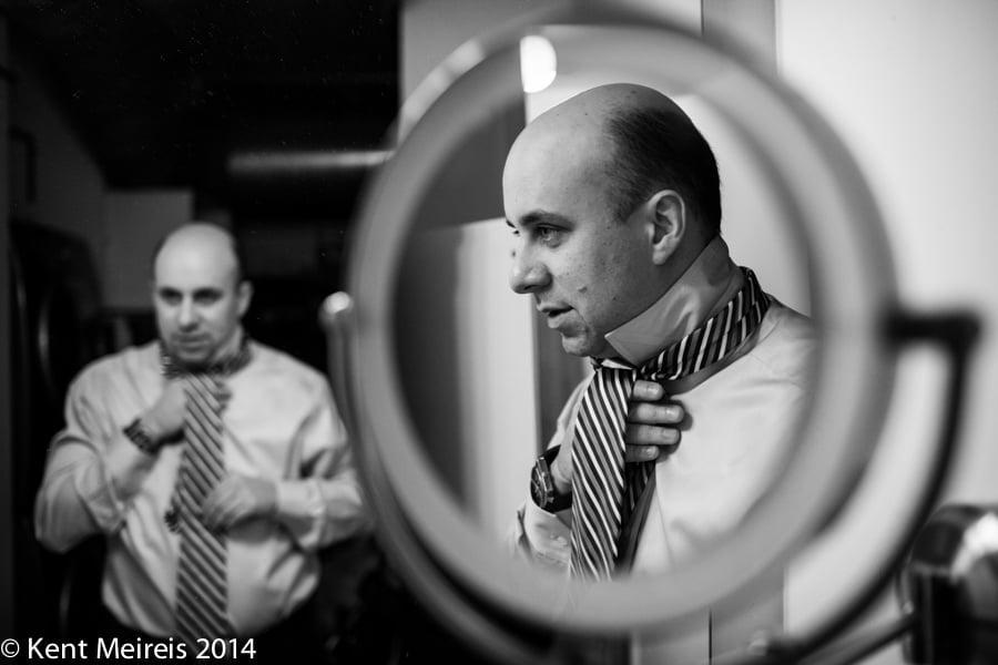 Groom-Tie-mirror-Wedding-Picture