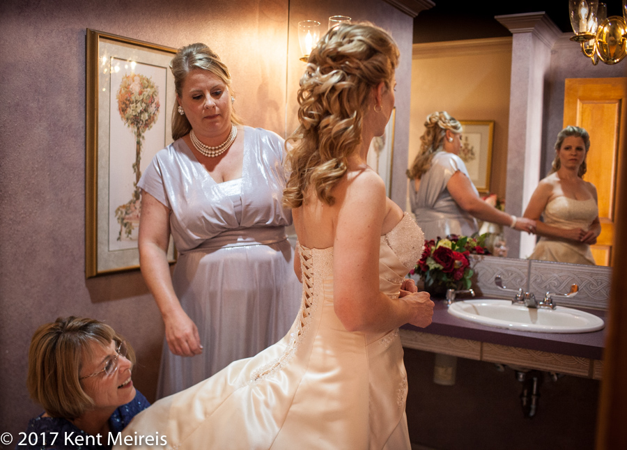 Manitou Springs Colorado Wedding Bride Getting Ready Mom Sister Helpping Reflections